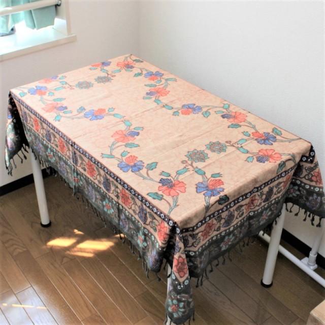 手描きバティックのテーブルクロス(グレイッシュグリーン・花柄)