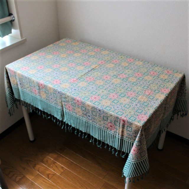 手描きバティックのテーブルクロス(グリーン・花柄とストライプ)