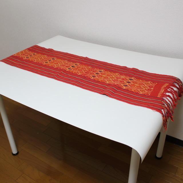 イカットのテーブルランナー(赤・菱形模様)
