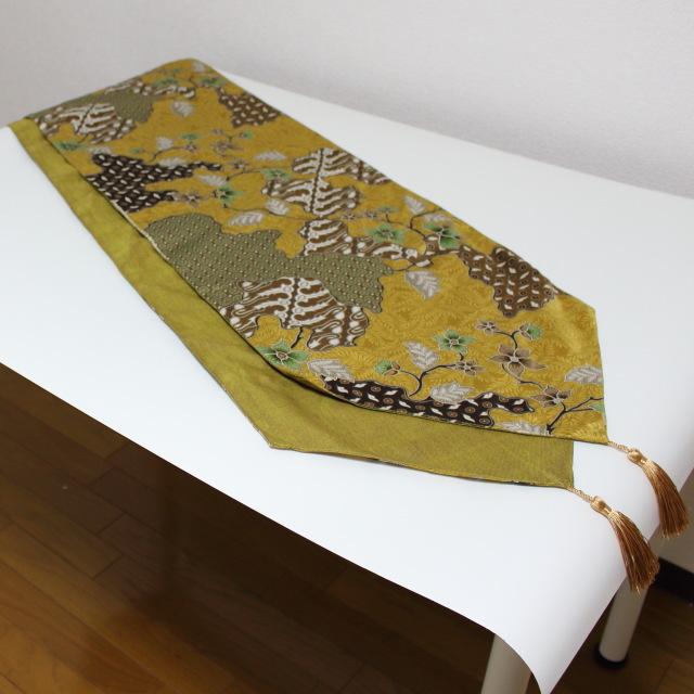 プリントバティックのテーブルランナー(黄系)