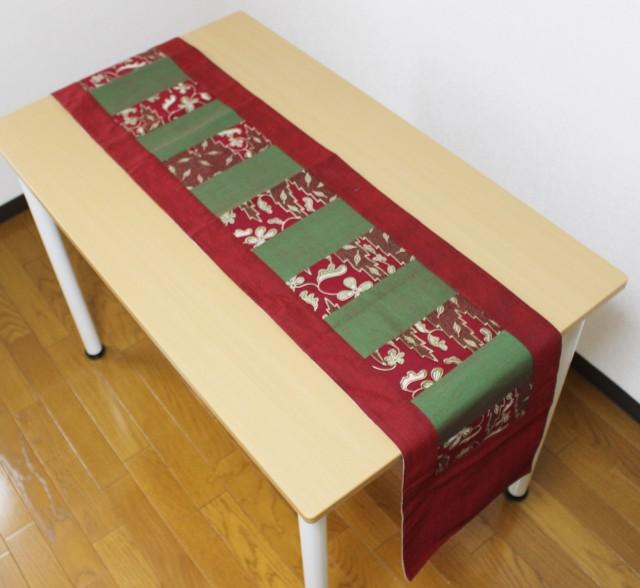 バティックを使ったテーブルランナー(赤・緑)