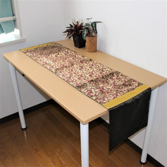 シルクのテーブルランナー
