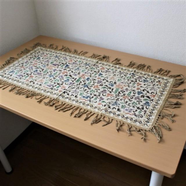 手描きバティックのテーブルランナー(花柄・カフェオレ)