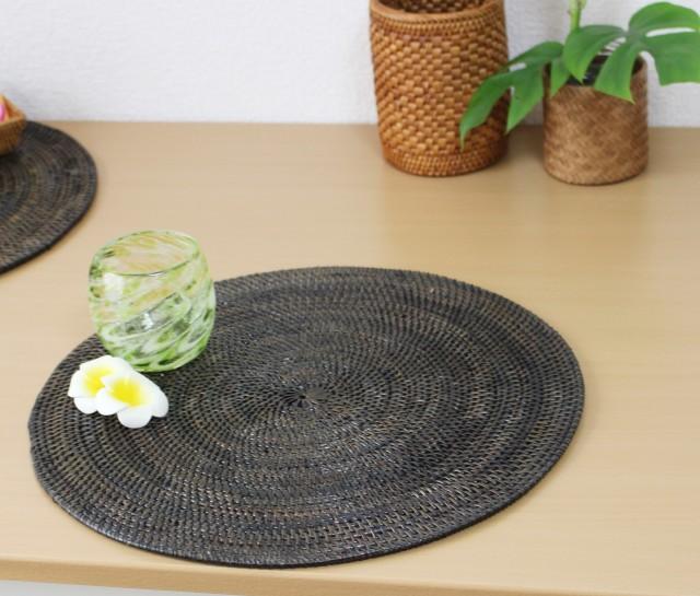 アタ製プレイスマット(茶・円形)使用例