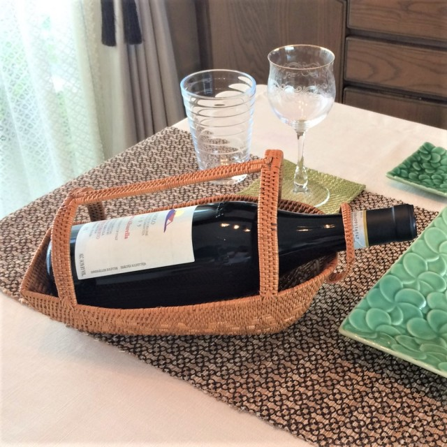 アタ製ワインホルダー