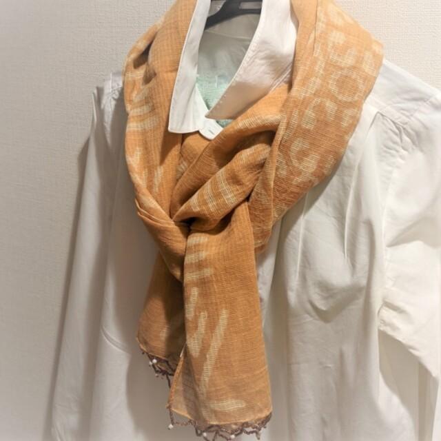 コタドリアのスカーフ(マスタードイエロー)着用イメージ