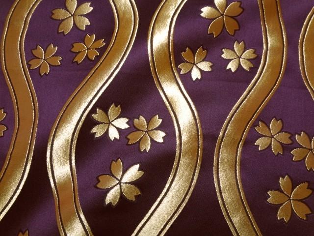 京西陣・金襴生地 大立涌に桜(紫) (和柄 和風 衣装 生地)