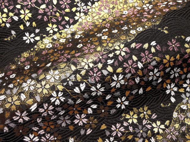 京都西陣織・金襴生地 波文に流水小桜(黒地・黒波) 10cm単位 切り売り 和柄 和風生地 はぎれ 布地 きんらん よさこい 刀ミュ