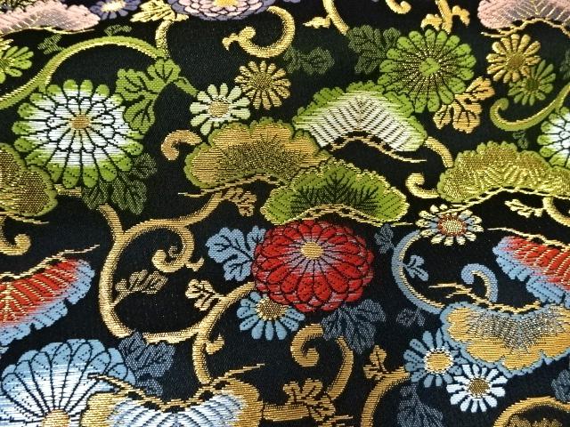京西陣・金襴生地 松菊唐草文(黒) 10cm単位 切り売り / 和柄 和風 衣装 生地