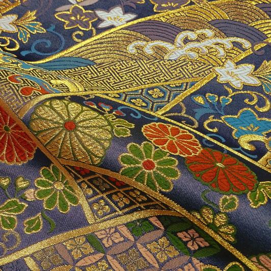 京都西陣織・金襴生地 波割付菊花文 大(藤紫) 10cm単位 切り売り 和柄 和風生地 はぎれ 布地 きんらん よさこい