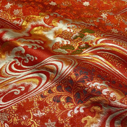 京西陣・金襴生地 立波松草文(赤) 10cm単位 切り売り 和柄 和風生地 はぎれ 布地 きんらん よさこい