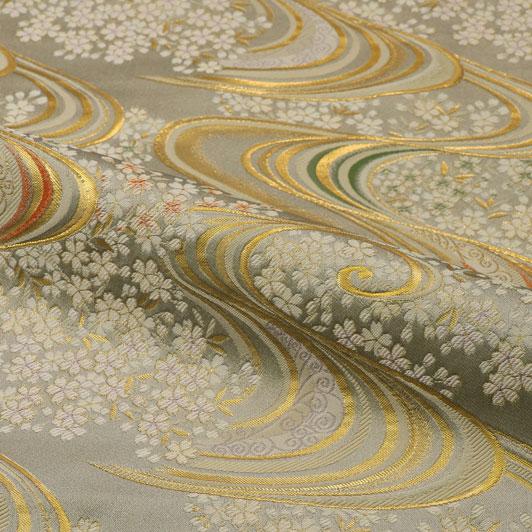 京都西陣織・金襴生地 流水に桜 大(銀鼠) 10cm単位 切り売り 和柄 和風生地 はぎれ 布地 きんらん よさこい