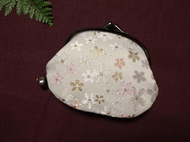 金襴 がま口 白地淡雪桜 (和柄 和風 小物)
