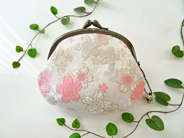 金襴 がま口・大 うす墨の桜