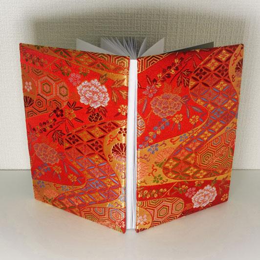 御朱印帳L判サイズ 金襴織物 流水に菊牡丹文(赤) 刀ミュ