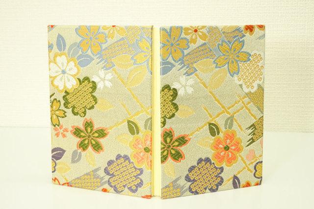 御朱印帳 金襴織物 竹垣に桜(淡緑)