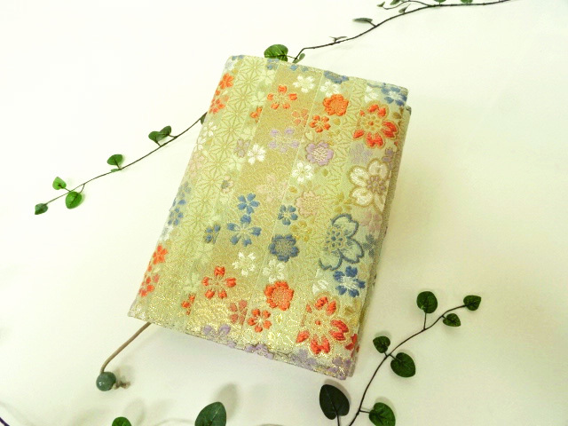 スケジュール帳・システム手帳・ブックカバー 金襴 間道に桜(淡緑)