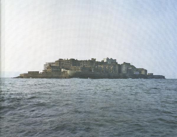 Yves Marchand et Romain Meffre: Gunkanjima, l'ile cuirassee