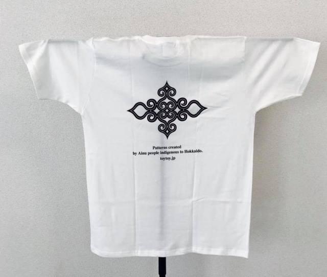 アイヌ文様Tシャツ - Tシャツ katsu_white_うら