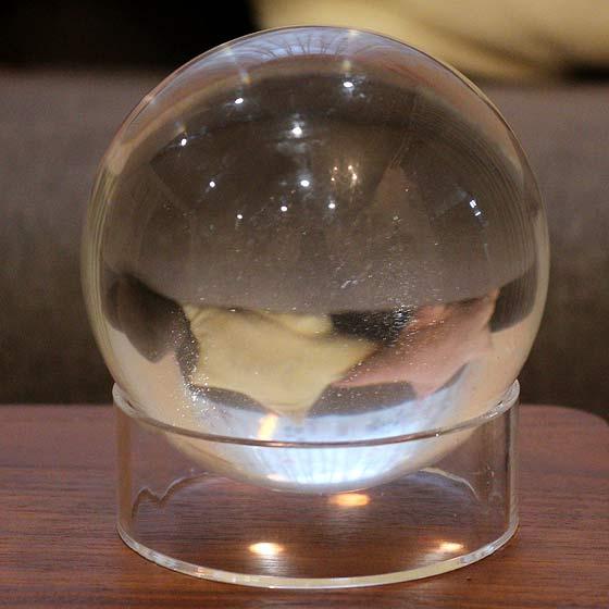 鑑別書付 ガネーシュヒマール産ヒマラヤ水晶ファントムクォーツ100mm球(球体 丸玉 天然石 パワーストーン)
