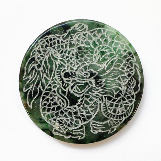 翡翠 龍彫刻
