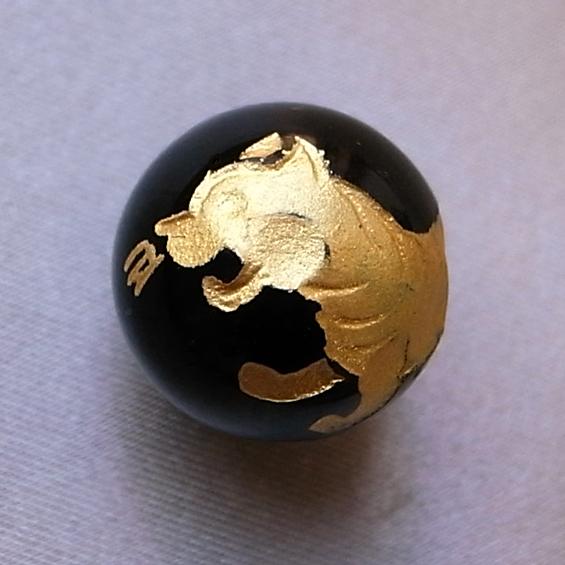 四神彫り  白虎(オニキス・金色彫刻) 10mm メール便可