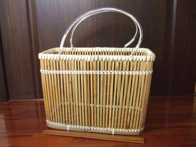 台湾製 竹の縦目かご 竹の棒を縦にうまく利用して製作 竹細工のかご 大 幅34cm