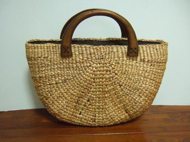 【タイ製】ウォーターヒヤシンス半円型のハンドバッグ 持ち手はマンゴーの木 布茶色 ファスナー付き幅40cm