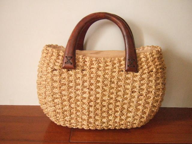 【タイ製】ウォーターヒヤシンスで編まれた(細かい編み)持ち手がマンゴーの木で作られた コロンとした形状かごバッグ ファスナー付き
