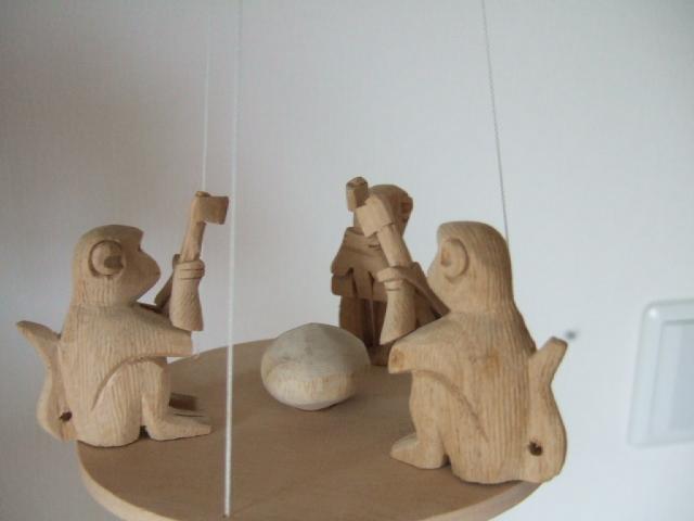 【タイ製】サルさんがヤシの実割ってるモビール 動きで癒されます タイ製玩具