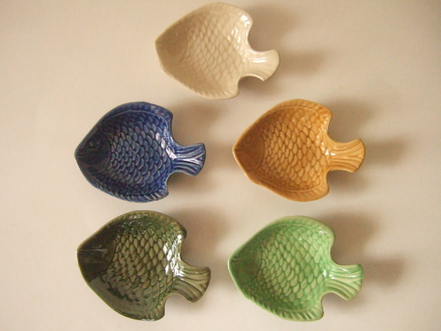 【タイ製】豆皿 魚のタイプ 大 青 白 オークル 薄緑 深緑 各種(各500円)