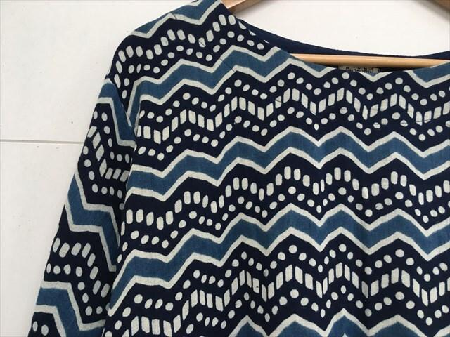 【タイ製】藍染 ダブルガーゼ 長袖ブラウス 北欧風の柄 三角ギザギザ
