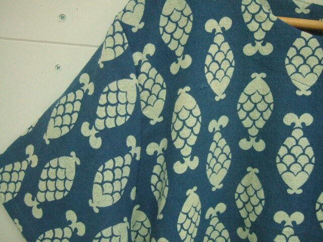 【タイ製】藍染 半袖ブラウス パイナップル魚柄