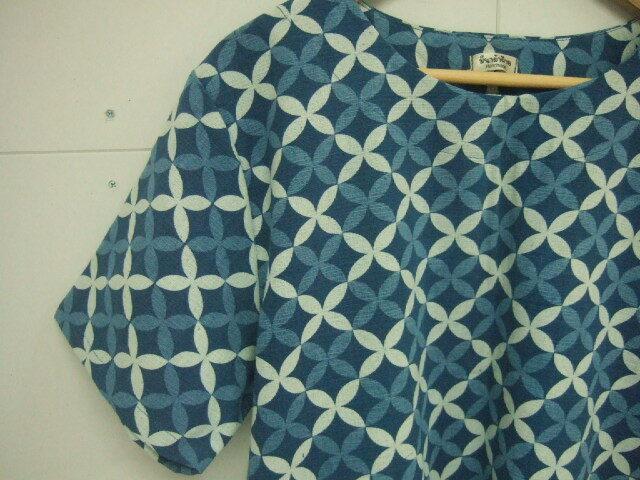 【タイ製】藍染 半袖ブラウス ツートン花柄 半袖フリーサイズ ハンドメイド 【レターパック可】