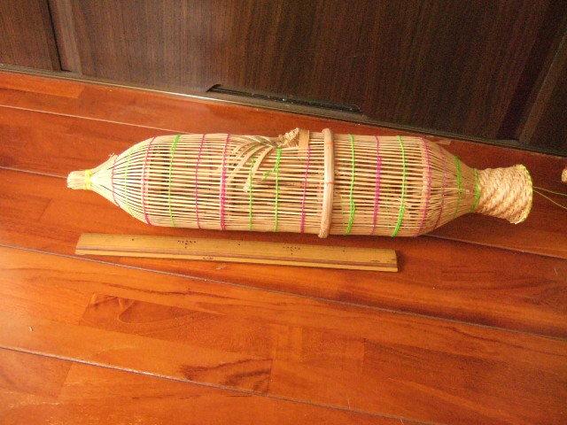 【タイ製】魚を採るためのかご 筌(うけ) 入ったら出れないのでお金が貯まるという 縁起物  黄緑