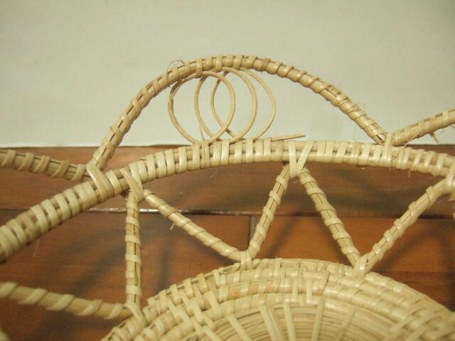 【タイ製】竹編みの綺麗なかご 底面9cm径 花形 インテリアに最適 ナチュラル