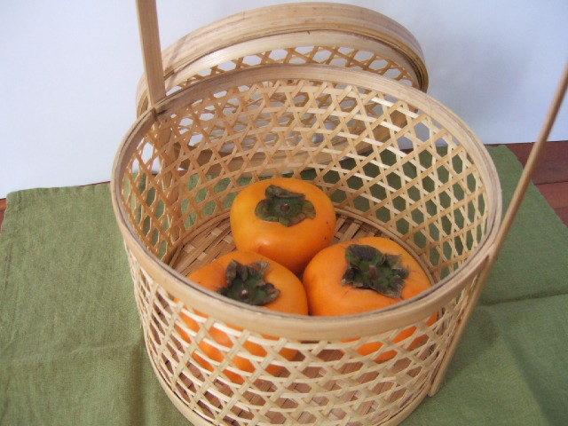 タイ製 チャローム 竹製の果物入れ 弁当入れにも 丸型 取っ手付き 直径21cm