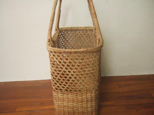 タイ製 ラタン(籐)で編まれた丈夫なかごバッグ ハンドバッグ 中サイズ 幅34cm 編み方混合 重さ400g【送料別設定】