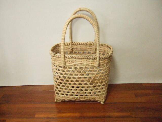 【タイ製】六つ目ナチュラルかごバッグ 籐(ラタン)で編まれた粗い網目(すかし編みタイプ) 小 幅29cm