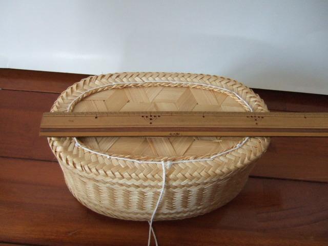 【タイ製】竹で編まれた楕円のカオニャオかご 22cm 紐付きタイプ
