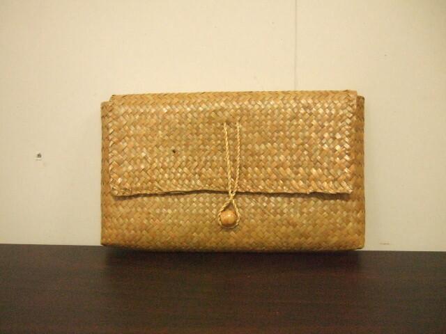 【タイ製】カチューで作られたクラッチバッグ ちょっとしたハンドバッグに 29x16cm ナチュラル