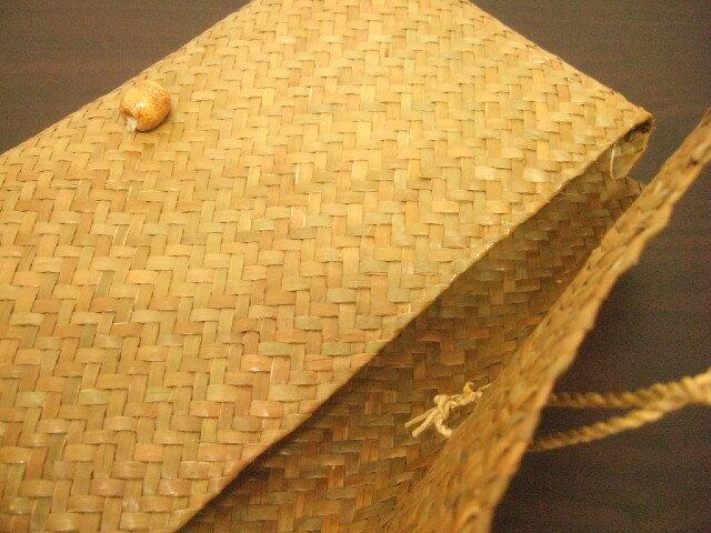 【タイ製】カチューで作られたクラッチバッグ ちょっとしたハンドバッグに 29x16cm ナチュラル【レターパック可】