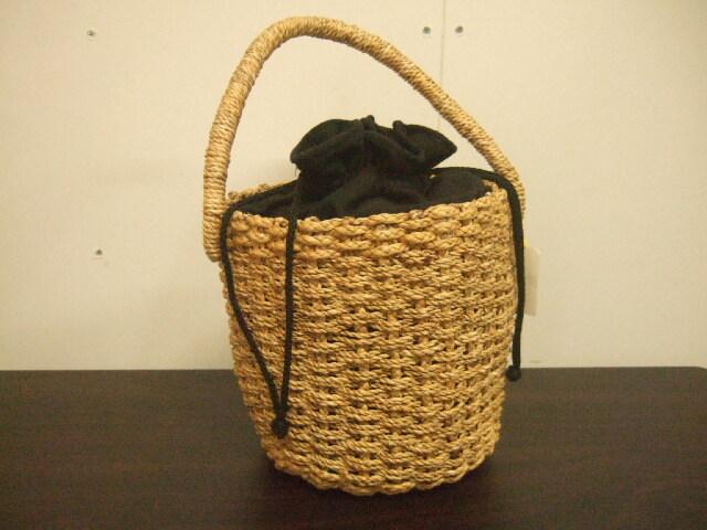 【タイ製】ウォーターヒヤシンス 細かい編み目 円筒形ワンハンドルかご 黒布巾着付き