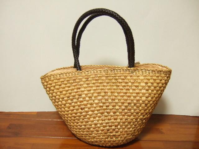 【タイ製】ウォーターヒヤシンス 底が丸型のハンドバッグ 持ち手茶色の合皮 ファスナー付きベージュ 幅40cm