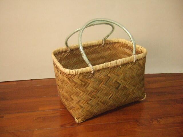 台湾製 竹で作られた 市場かご 奥行長め直方体 大 買い物に最適な竹のかごバッグ 青竹表面