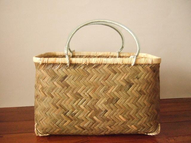 台湾製市場かご 竹の表面の素材を使い編まれた 買い物に最適な竹のかごバッグ 特大
