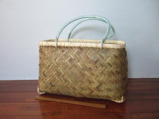 台湾製市場かご 竹の表面の素材を使い編まれた 買い物に最適な竹のかごバッグ 大【送料別設定】