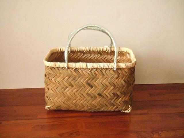 台湾製市場かご 竹の表面の素材を使い編まれた 買い物に最適な竹のかごバッグ 中
