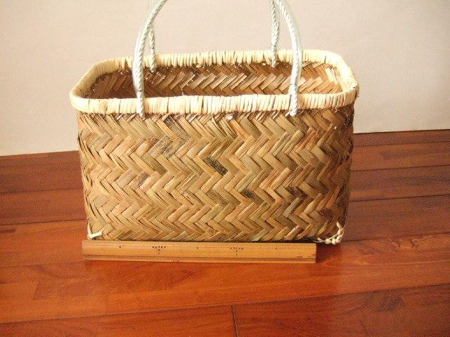 台湾製 竹で作られた市場かご 中サイズ 買い物に最適な竹のかごバッグ 青竹表面【送料別設定】