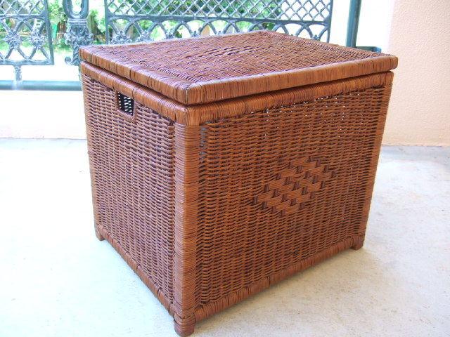 タイ製 籐で作られた フタ付収納バスケット 物入れに最適